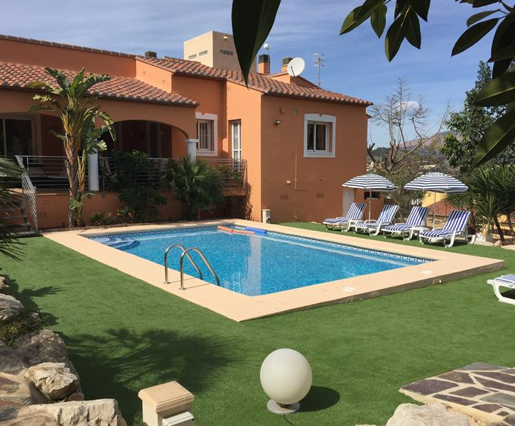 Villa SunDance with large (heated) pool, palms & terraces