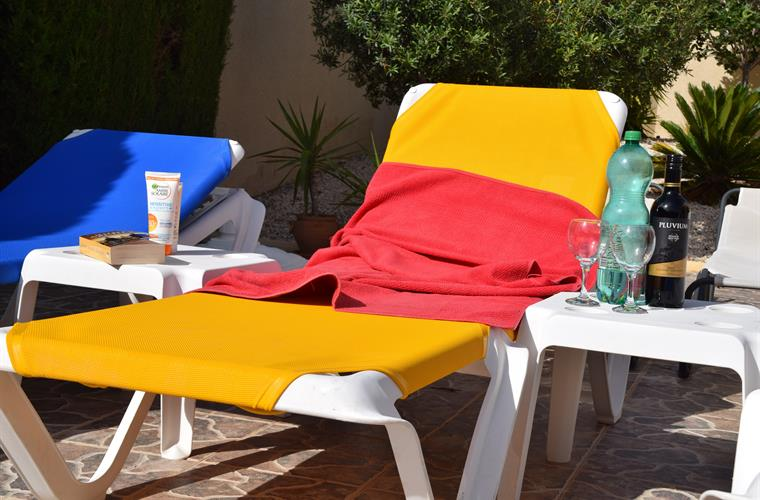 Many and comfortable sun chairs available