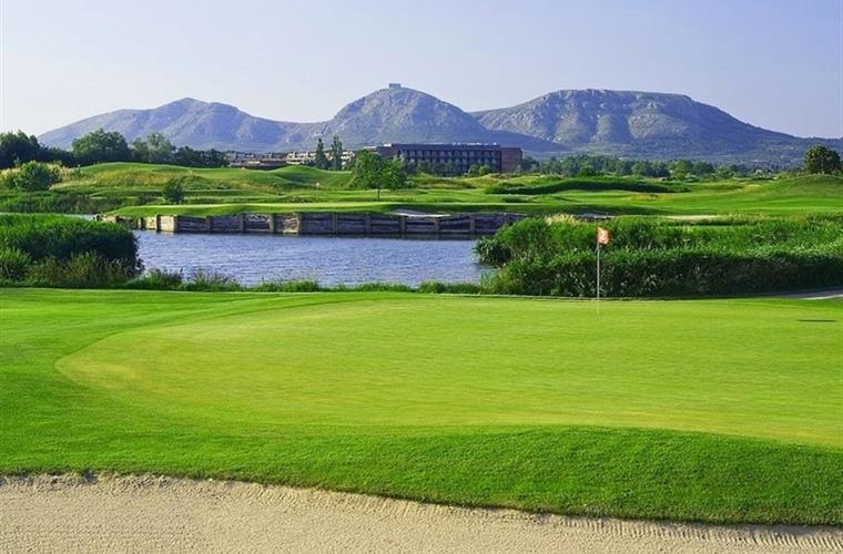The most prestigious Golf-Courses only 10 minutes by car