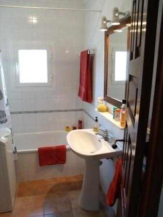 Bathroom, with shower and washing machine
