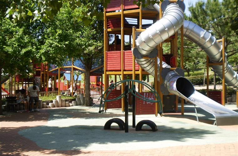 In Paloma Park you have got 2 big and nice playgrounds!
