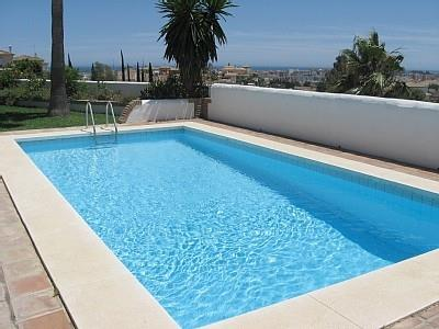 Pool and view to sea & Fuengirola