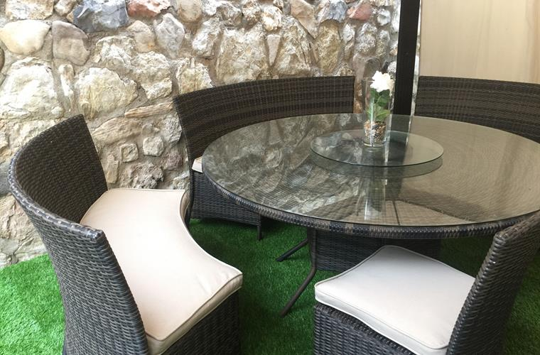 With soft artificial turf and nice wall, close to the BBQ area
