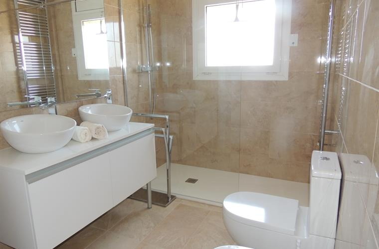 New modern en-suite bathroom for master bedroom