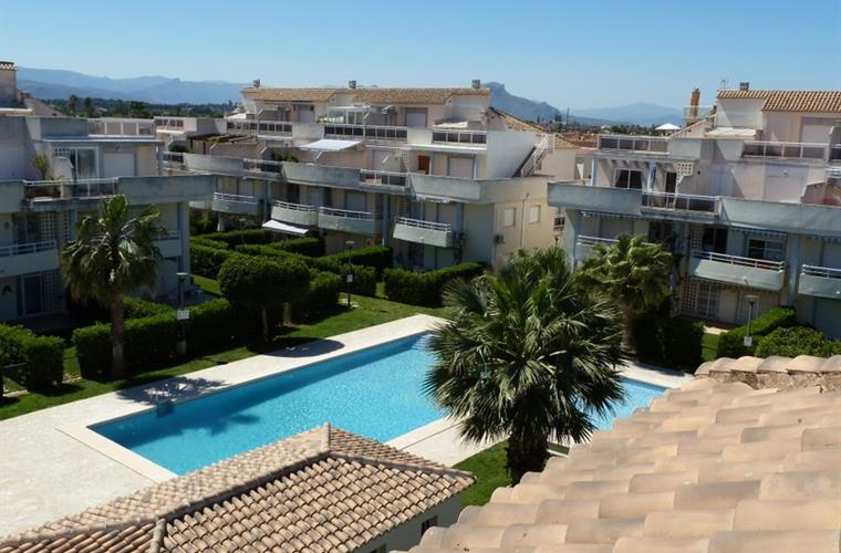 Fantastic rooftop views over the 2 Swimming Pools & the Mediterran