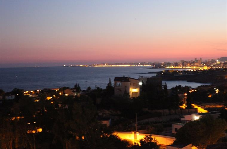 Views at night to the coast, sea, El Campello and Alicante!