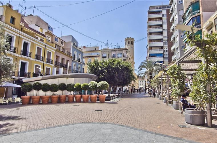 Pedestrian square with apartment and aquarium (silver) to the left