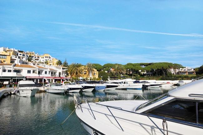 The harbor of Cabopino at only 1.5 Km from the holiday villa