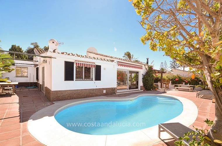 Swimming pool at the holiday villa in Marbesa - Marbella