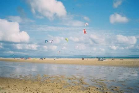 wind-and kitesurfers at the nearby beach