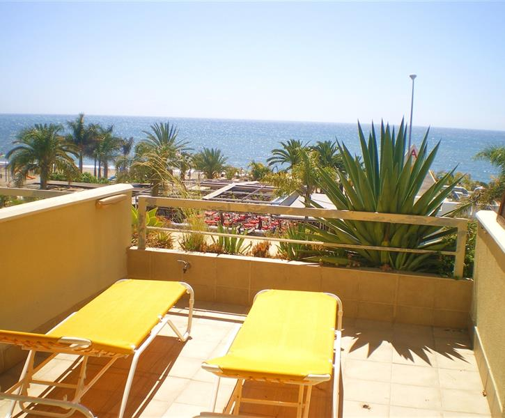 FLAT 50 LARGE BALCONY WITH PANORAMIC SEA VIEWS & SUN LOUNGERS