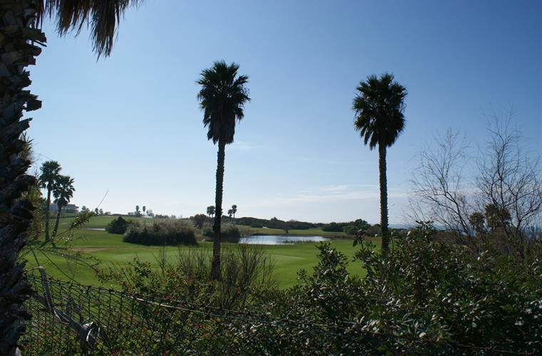 Golf course by the seaside 800 meters walk from the villa