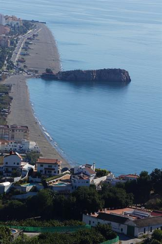 The villa overlooks the beaches at Salobreña