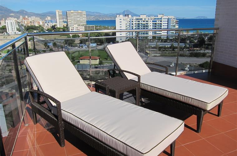 Sunbeds on the roof terrace