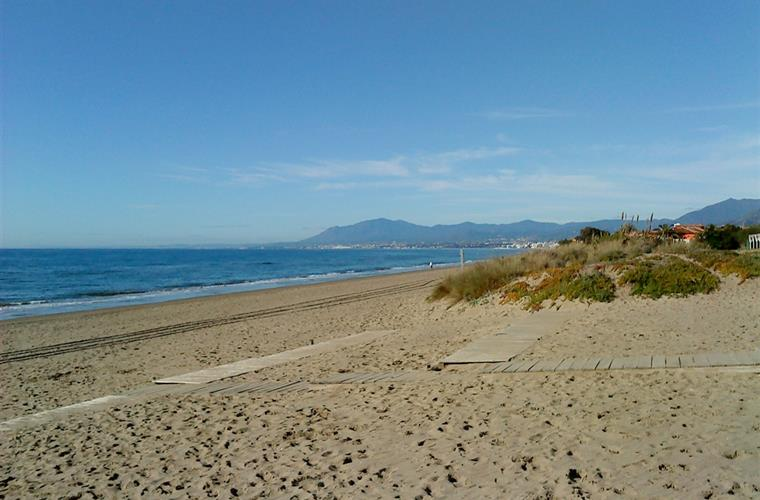 Beach scene at Elviria (taken in Winter!)
