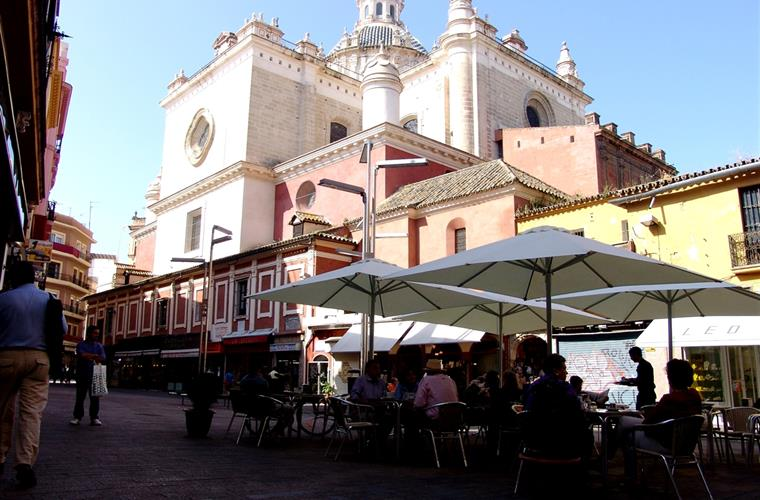 Bar Europa and plaza del pan - 25 meters