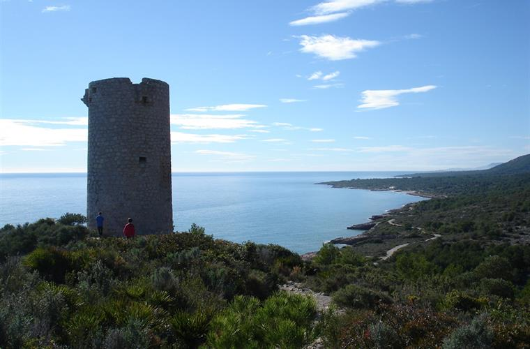 Badum tower, beaches and coves just 5km far.