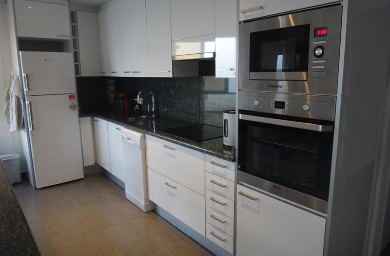 Kitchen, with dishwasher, oven, hotplates, Microwave, Fridge, etc
