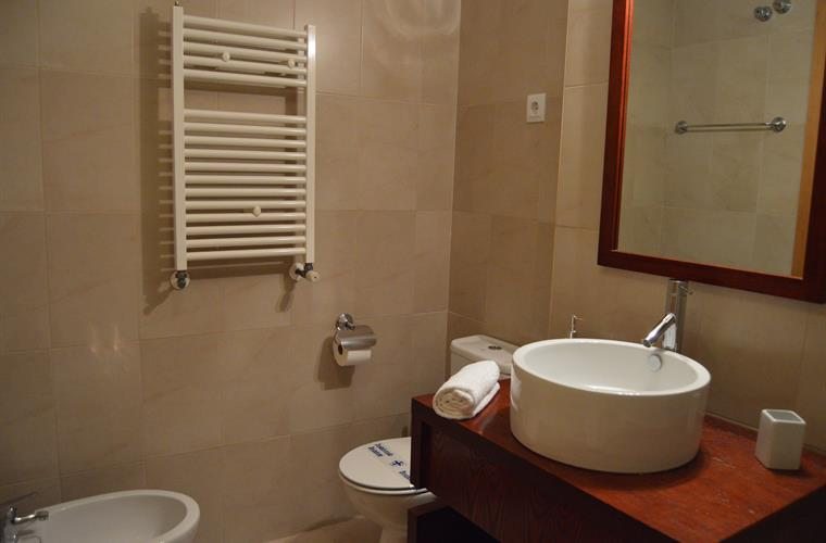 Bathroom, with bath/shower, toilet and bidet