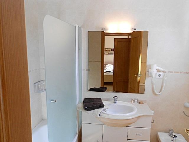 Main en suite bathroom  with full size bath tub and bidet