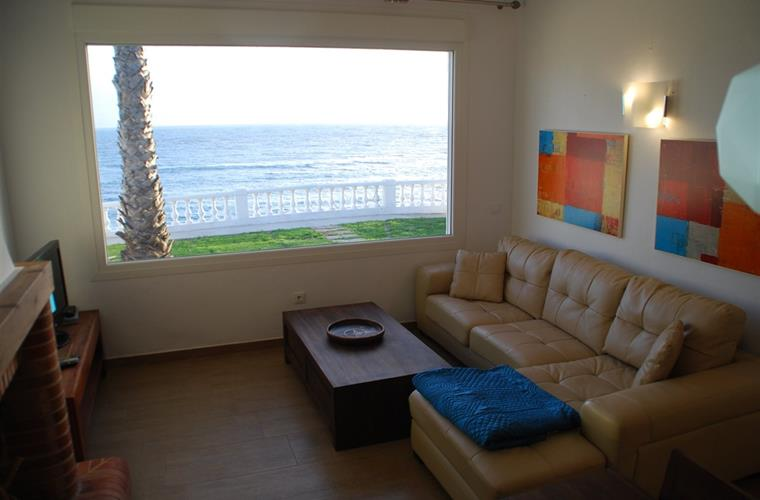 Living room with sofa cheslong and amazing sea views.