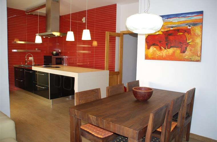 Dinign room and brand new  kitchen fully equuiped.