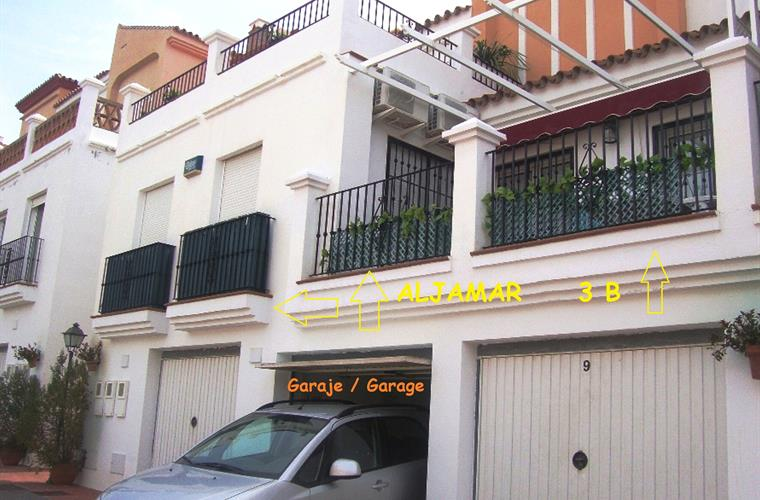 Holiday apartment for rent in nerja aljamar nerja for Apartments with private garage