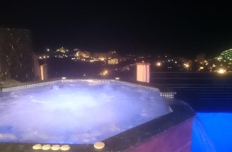 jacuzzi by night