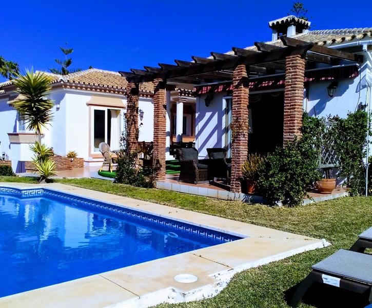 Beautfiul cortijo style bungalow with private pool