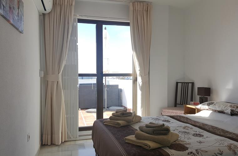 Double room with air-conditioning, opens out onto the balcony