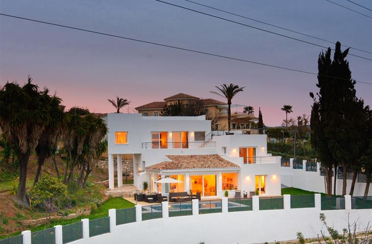 Beautiful villa set on 1300m2 plot with amazing sea views