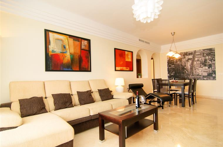 South oriented elegant apartment (137m2)