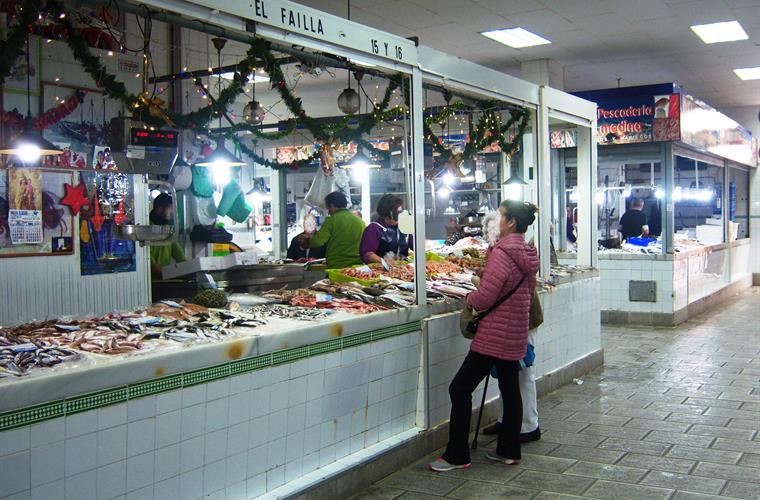 Fishmonger at the Mercado Municipal