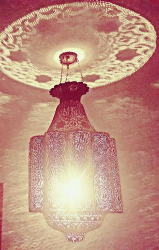 Egyptian lamp causes amazinf effects on wals and ceiling