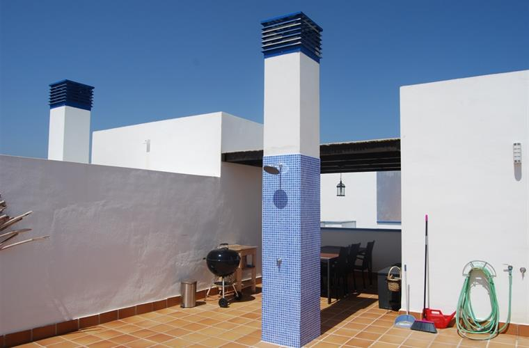 Roof terrace with shower