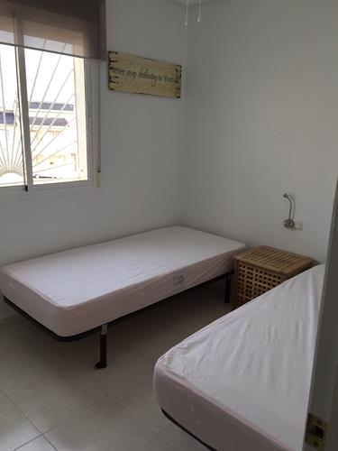 bedroom 2 , 2 single beds (double bed)