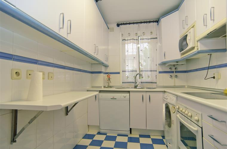 Completely equipped kitchen w/oven, refrigerator