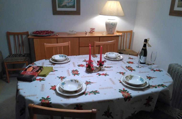 Christmas table layout