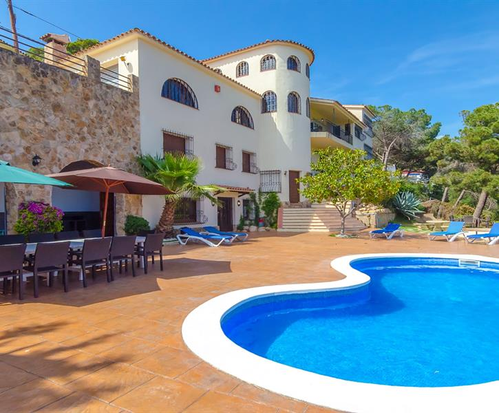 Rent this villa to enjoy your holiday with your friends!