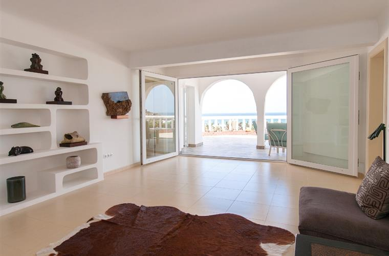 2nd living room with access to the terrace on the beach.