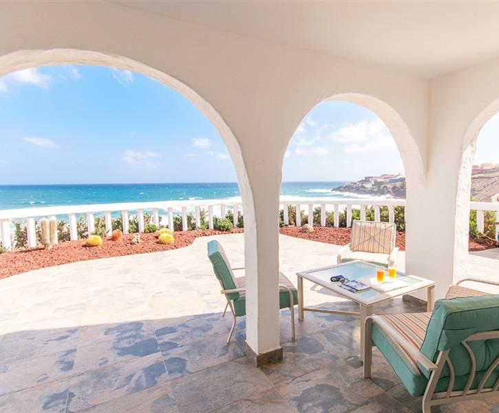 Terrace with furniture and sun loungers direct access to the beach