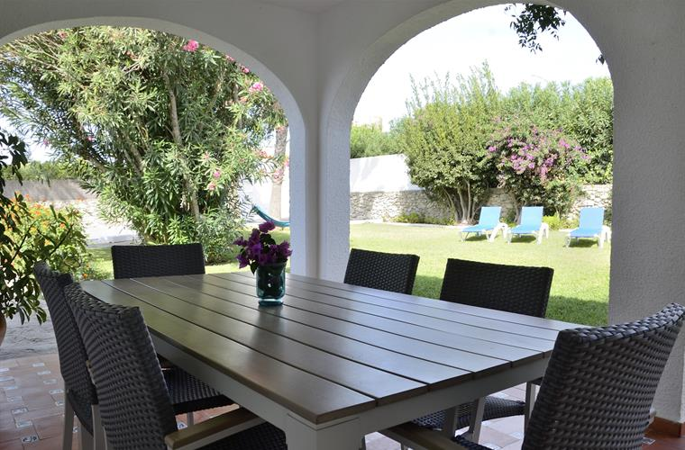 Front porch, ideal for the summer with garden furniture.
