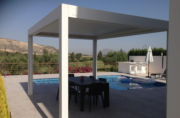 outdoor living area with side screens