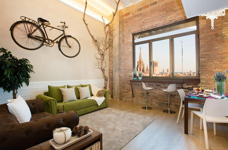 Cosy living and dining room and nice views of Barcelona