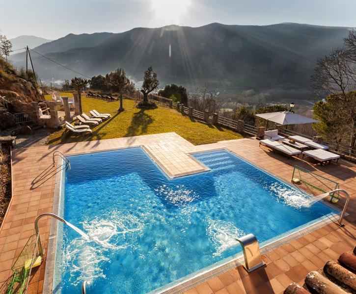 Spectacular whirlpool  swimming-pool with breathtaking views