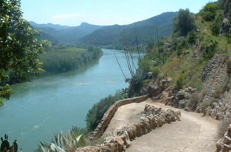 River Ebro at the end of the village of Miravet