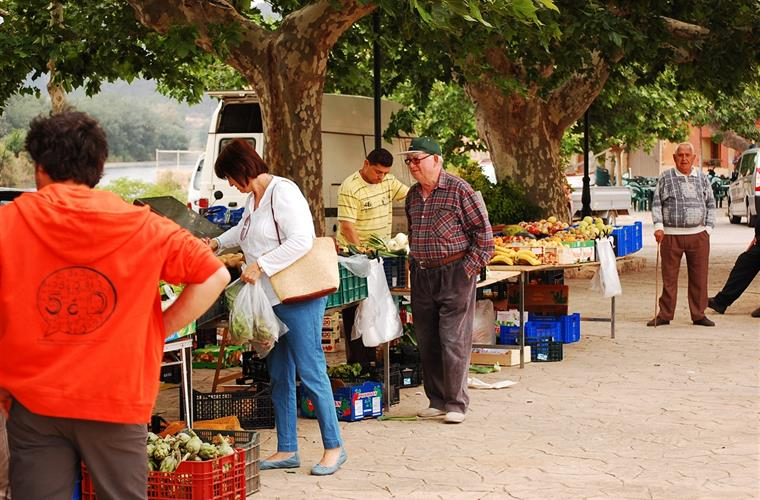 Local market Miravet