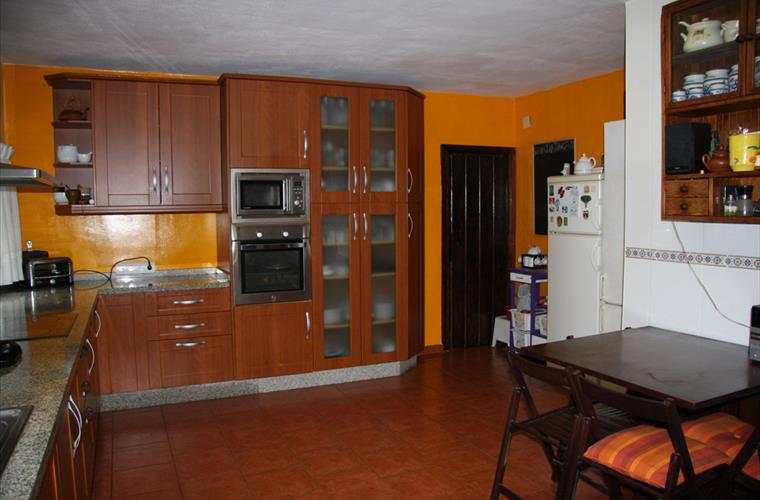 Fully-Furnished Kitchen 1/2