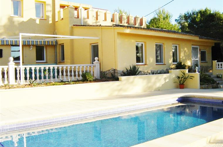 Villa with large 10 x 5.5 meter pool and large terrace areas