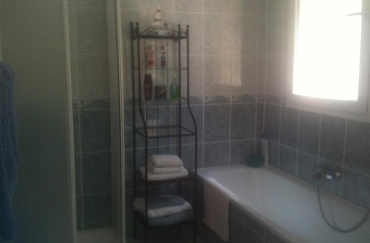 En-suite with separate shower cubicle and bath